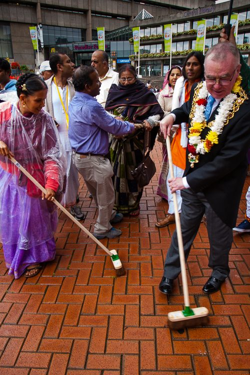 Lord Mayor of Birmingham sweeping the road in front of Jagannath's Chariot