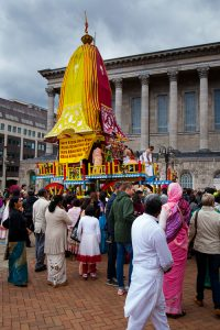The Chariot arrives to the Victoria Square to complete the journey