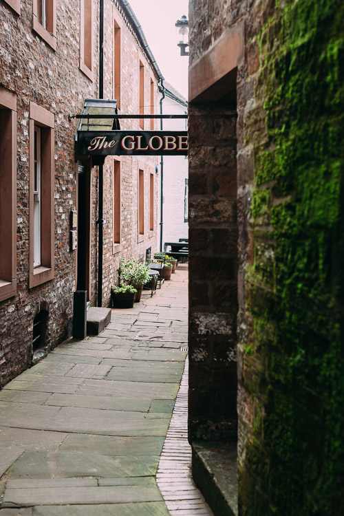 A tiny dark alley leading to the Globe Inn