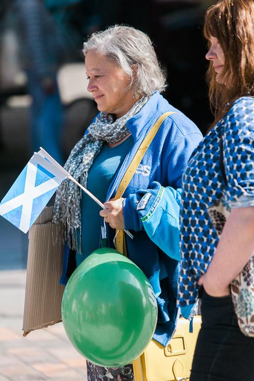 Magic show spectators carrying Yes campaign paraphernalia