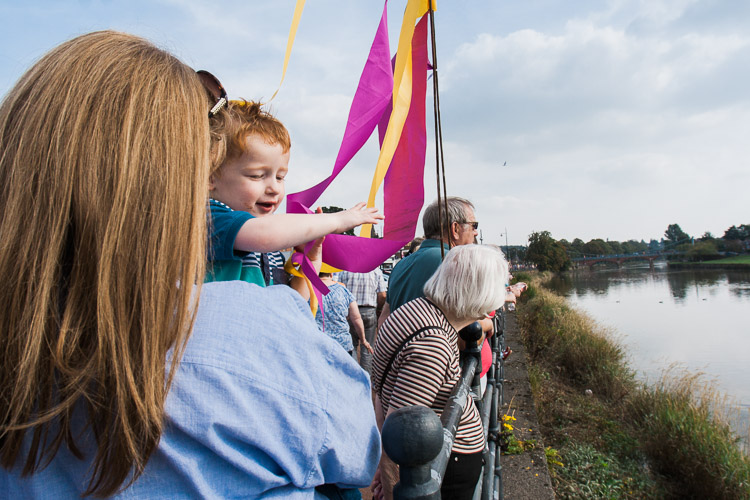 Doonhamers lining the riverbanks to welcome the boats