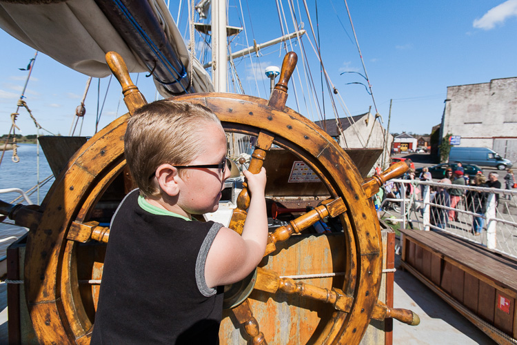 Young visitors on La Malouine are fascinated by sailing
