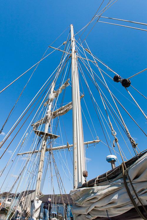 The masts of La Malouine