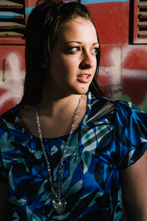 Warm afternoon sunlight for urban portraits