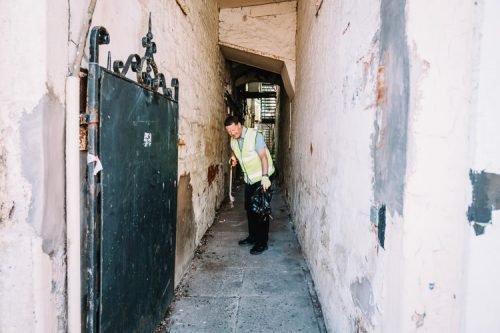 Cleaning side alleys