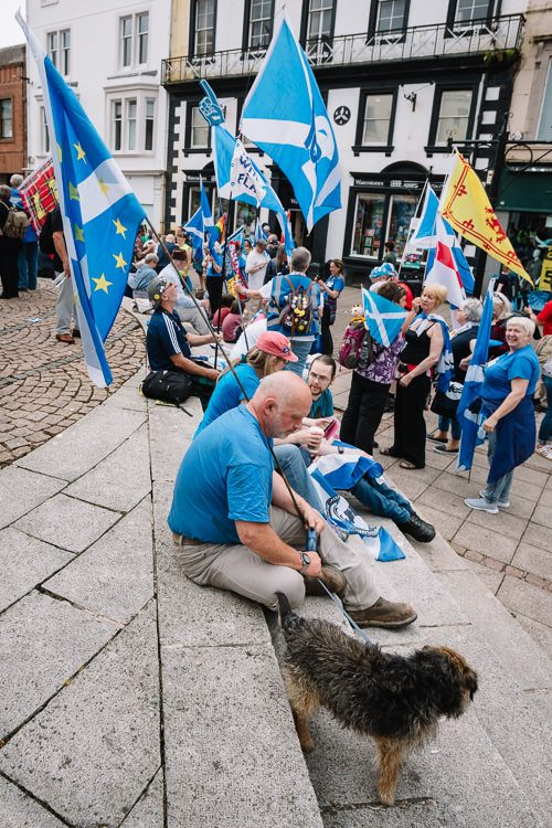 English Scots for Yes congregate on the steps near Dumfries fountain