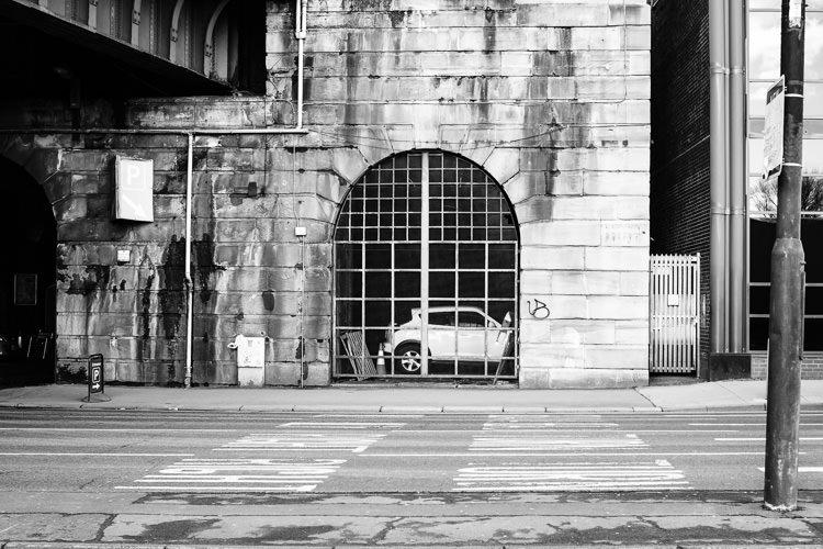 Car repairs window next to Caledonian Bridge