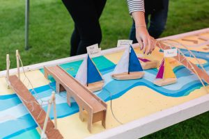 Moving boat models to mark their progress to the Caul