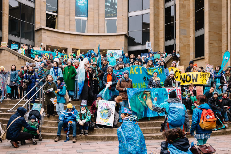 Blue Wave reaches the steps of Buchanan Galleries