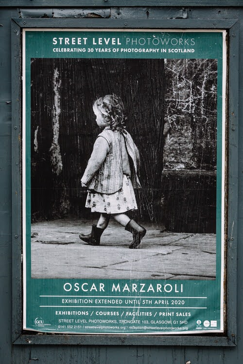Little girl running - Oscar Marzaroli's photo show was extended to 5 April, but interrupted by the pandemic