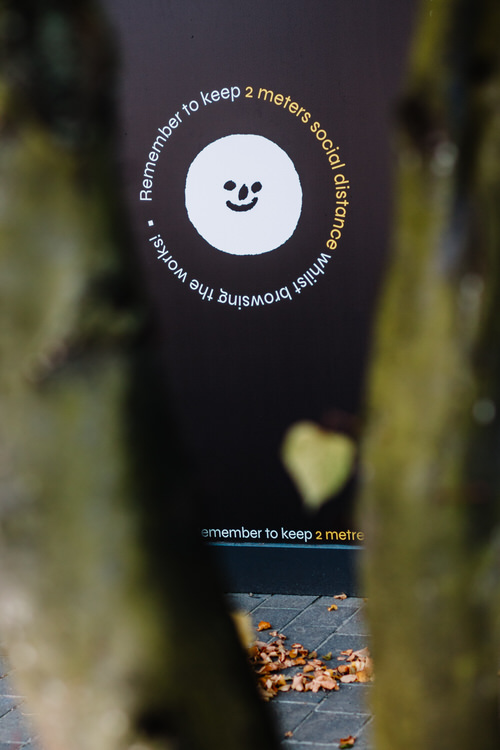 A smiley reminding visitors to keep 2 meter social distance